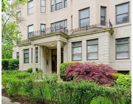 Casa Unifamiliar por un Alquiler en 1875 Commonwealth Avenue Boston, Massachusetts 02135 Estados Unidos