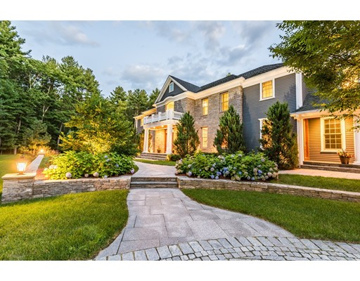 Maison unifamiliale pour l Vente à 2 OLD WESTON ROAD Wayland, Massachusetts 01778 États-Unis