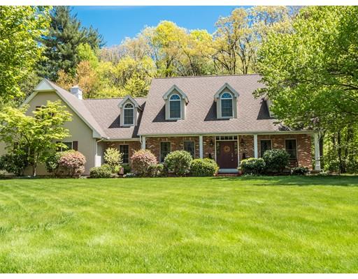 Maison unifamiliale pour l Vente à 163 Old Farm Road 163 Old Farm Road East Longmeadow, Massachusetts 01028 États-Unis