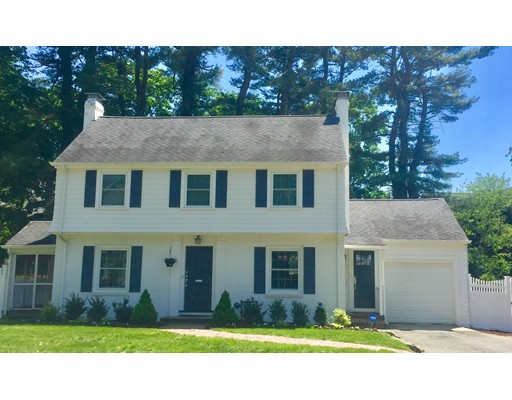 Single Family Home for Sale at 4 Lafayette Circle Wellesley, Massachusetts 02482 United States