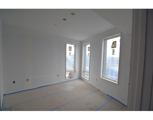 Additional photo for property listing at 120 Savin Hill Avenue  Boston, Massachusetts 02125 Estados Unidos