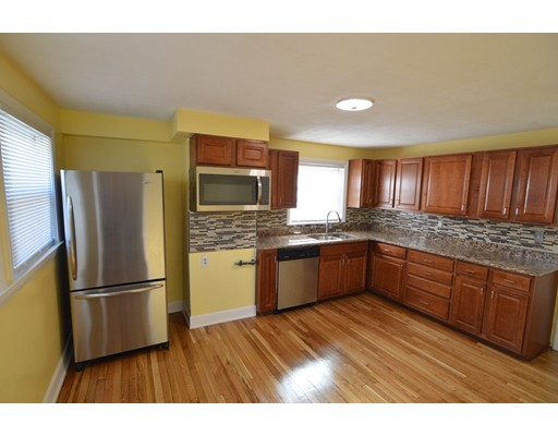 Additional photo for property listing at 992 River Street  Boston, Massachusetts 02136 United States
