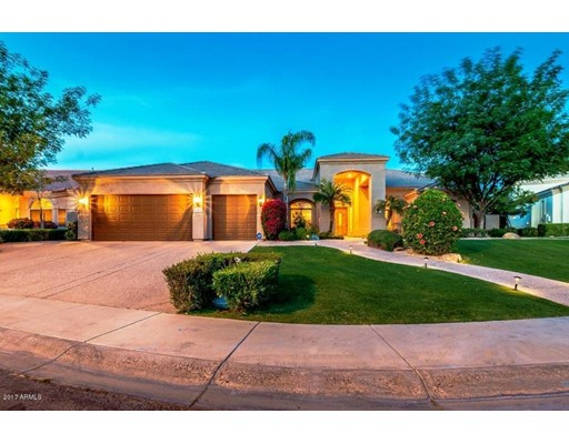 Maison unifamiliale pour l Vente à 1162 W SUNRISE Place Chandler, Arizona 85248 États-Unis