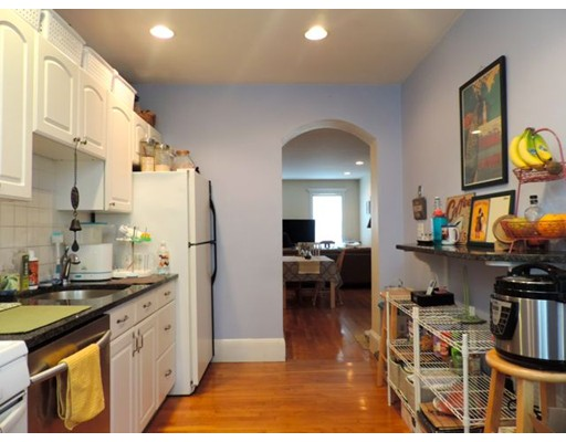 Casa Unifamiliar por un Alquiler en 12 Swallow Street Boston, Massachusetts 02127 Estados Unidos