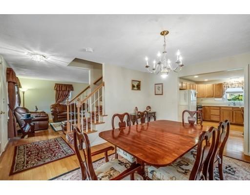 Casa Unifamiliar por un Venta en 43 Maplewood Avenue Sudbury, Massachusetts 01776 Estados Unidos