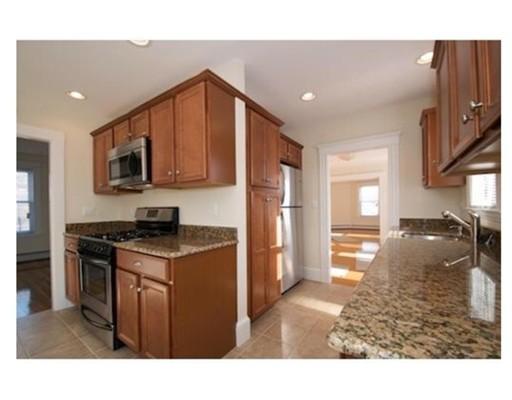 Casa Unifamiliar por un Alquiler en 12 Huron Street Swampscott, Massachusetts 01907 Estados Unidos