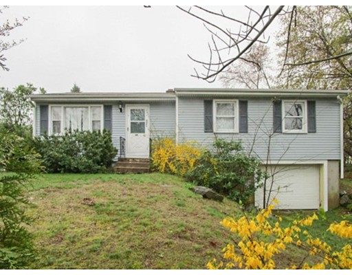 Частный односемейный дом для того Продажа на 49 Angell Street West Warwick, Род-Айленд 02893 Соединенные Штаты