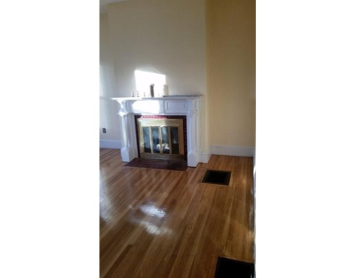 Additional photo for property listing at 16 Emerson Place  Melrose, Massachusetts 02176 Estados Unidos