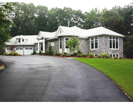 Частный односемейный дом для того Продажа на 4 Woodlock Road Canton, Массачусетс 02021 Соединенные Штаты