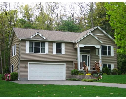 Maison unifamiliale pour l Vente à 25 Pine Hill Road Easthampton, Massachusetts 01027 États-Unis