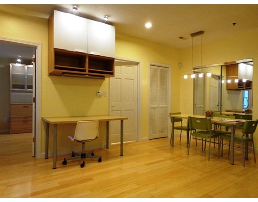 Casa Unifamiliar por un Alquiler en 2456 Massachusetts Cambridge, Massachusetts 02140 Estados Unidos