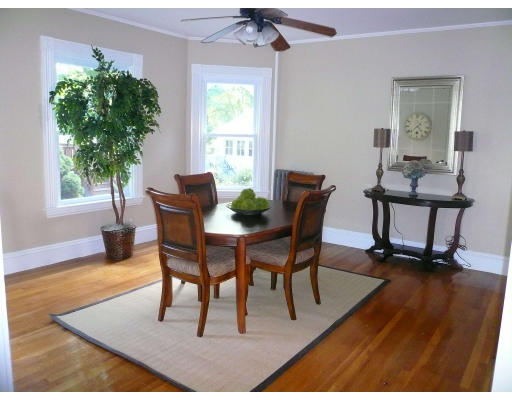 Additional photo for property listing at 139 Jewett  Newton, Massachusetts 02458 Estados Unidos