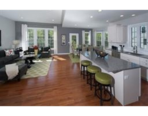 Additional photo for property listing at 8 Hood Drive 8 Hood Drive Andover, Massachusetts 01810 États-Unis