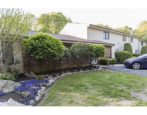 Appartement en copropriété pour l Vente à 14 Governors Hl West Warwick, Rhode Island 02893 États-Unis
