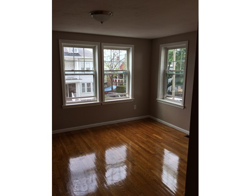 Additional photo for property listing at 10 Westmore Road  Boston, Massachusetts 02126 Estados Unidos