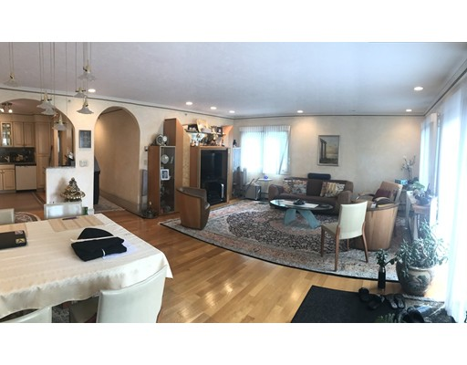 Additional photo for property listing at 1002 Beacon Street  Brookline, Massachusetts 02446 Estados Unidos