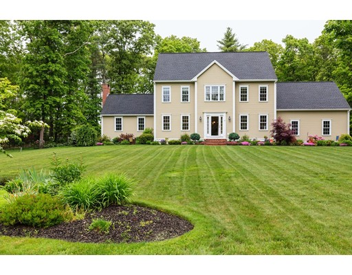 Casa Unifamiliar por un Venta en 12 Doe Brook Circle Bridgewater, Massachusetts 02324 Estados Unidos