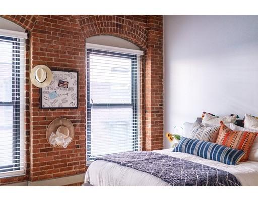 独户住宅 为 出租 在 111 Beach Street 波士顿, 马萨诸塞州 02111 美国