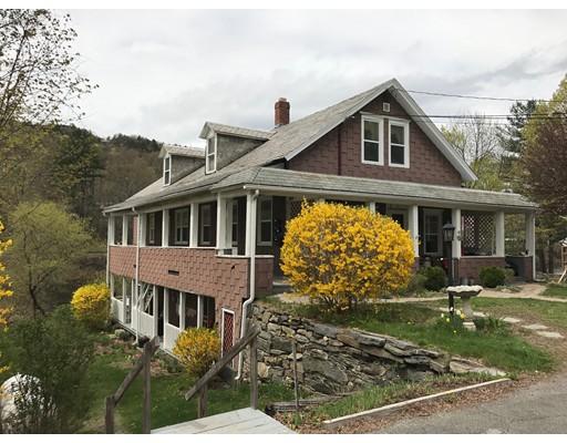 Maison avec plusieurs logements pour l Vente à 82 Main Street 82 Main Street Shelburne, Massachusetts 01370 États-Unis