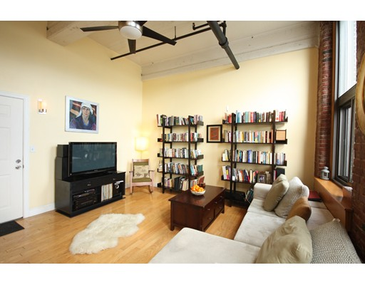 Additional photo for property listing at 320 West 2nd  Boston, Massachusetts 02127 United States