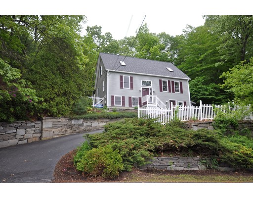 واحد منزل الأسرة للـ Sale في 79 Summer Hill Road Maynard, Massachusetts 01754 United States