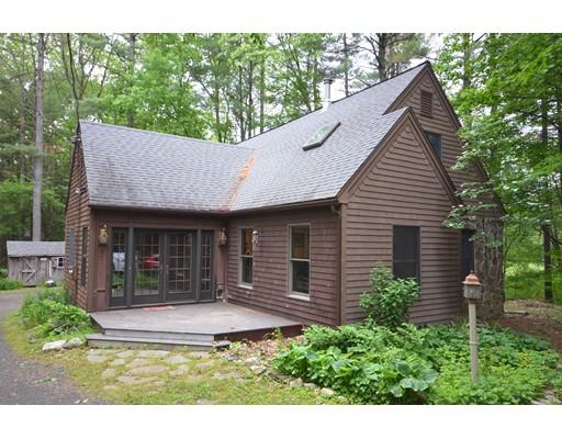 Maison unifamiliale pour l Vente à 57 Harkness Road Pelham, Massachusetts 01002 États-Unis