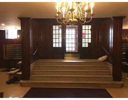 Additional photo for property listing at 24 Concord Avenue  Cambridge, Massachusetts 02138 Estados Unidos