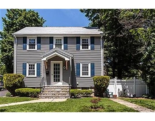 Single Family Home for Sale at 77 Brookside Avenue Winchester, Massachusetts 01890 United States