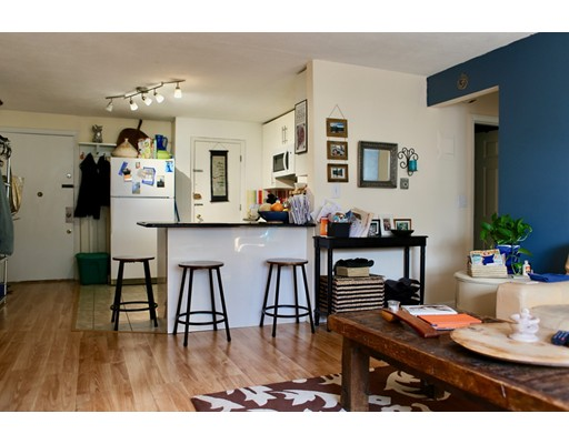 独户住宅 为 出租 在 15 Walbridge Street 波士顿, 马萨诸塞州 02134 美国