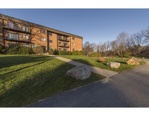 Condominio por un Alquiler en 181 Littleton Road #234 181 Littleton Road #234 Chelmsford, Massachusetts 01824 Estados Unidos