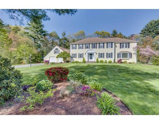 Maison unifamiliale pour l Vente à 250 Larchmont Lane Hanover, Massachusetts 02339 États-Unis