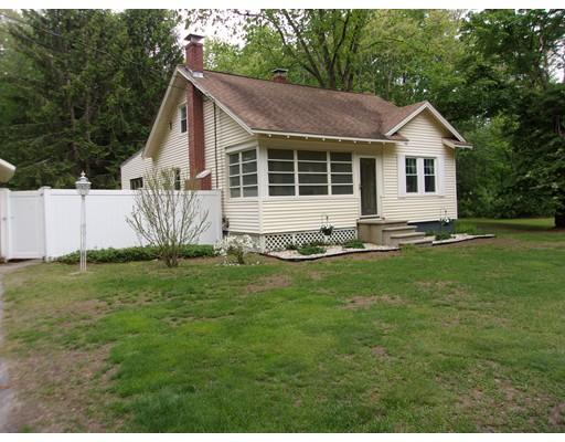 Maison unifamiliale pour l Vente à 31 Depot Road Kingston, New Hampshire 03848 États-Unis