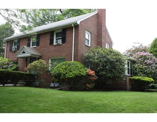 Casa Unifamiliar por un Alquiler en 19 Judith Road Newton, Massachusetts 02459 Estados Unidos