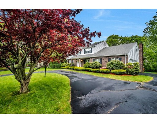 Additional photo for property listing at 14 Berkshire Drive  Winchester, Massachusetts 01890 Estados Unidos