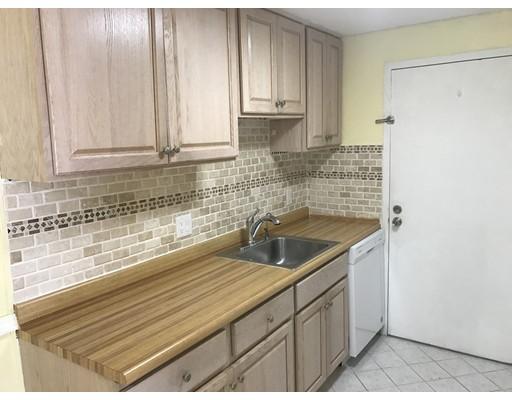 独户住宅 为 出租 在 10 Village Hill 纳迪克, 马萨诸塞州 01760 美国
