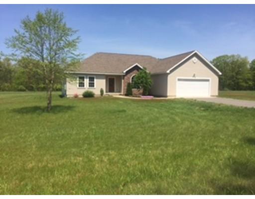 واحد منزل الأسرة للـ Sale في 10 Gunn Road 10 Gunn Road Montague, Massachusetts 01351 United States