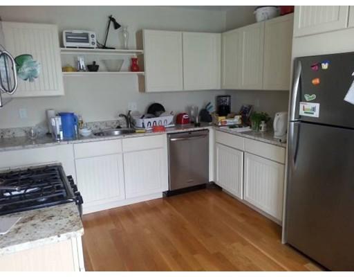 Additional photo for property listing at 325 Dorchester St #2 325 Dorchester St #2 Boston, Massachusetts 02127 Estados Unidos