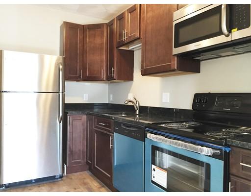 独户住宅 为 出租 在 132 Dolphin Avenue Revere, 马萨诸塞州 02151 美国