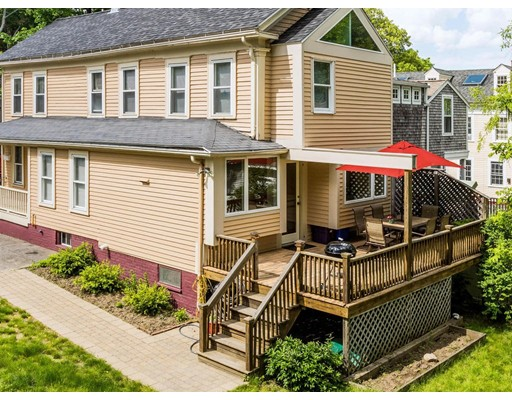 11 Woodland St, Newburyport, MA 01950