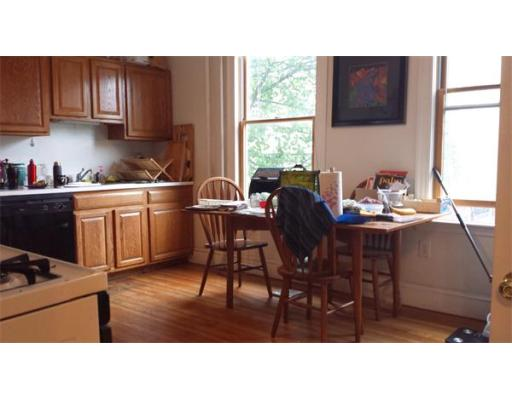 Additional photo for property listing at 19 Buckingham 19 Buckingham Somerville, Massachusetts 02143 États-Unis