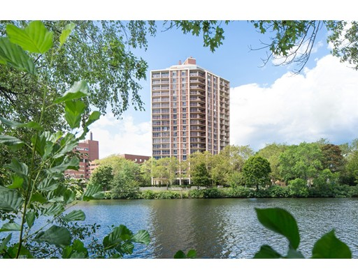 Condominio por un Venta en 1010 Memorial Drive Cambridge, Massachusetts 02138 Estados Unidos