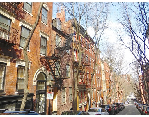 Casa Unifamiliar por un Alquiler en 53 Garden Street Boston, Massachusetts 02114 Estados Unidos