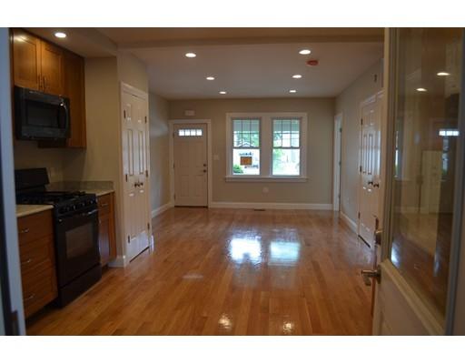 Casa Unifamiliar por un Alquiler en 75 Ash Street Waltham, Massachusetts 02451 Estados Unidos