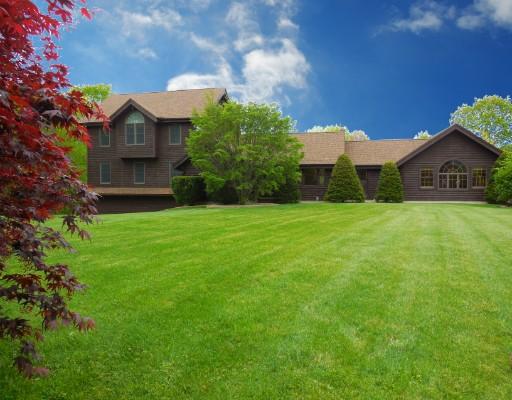 Maison unifamiliale pour l Vente à 8 Hillsville Road North Brookfield, Massachusetts 01535 États-Unis