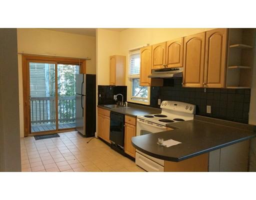 Casa Unifamiliar por un Alquiler en 464 Meridian Street Boston, Massachusetts 02128 Estados Unidos