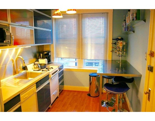 Casa Unifamiliar por un Alquiler en 35 Mount Hood Road Boston, Massachusetts 02135 Estados Unidos