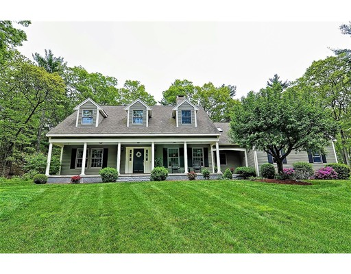واحد منزل الأسرة للـ Sale في 142 Village Street 142 Village Street Millis, Massachusetts 02054 United States