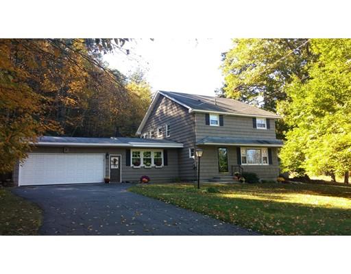 واحد منزل الأسرة للـ Sale في 1 County Road 1 County Road Huntington, Massachusetts 01050 United States