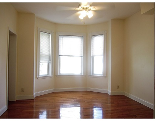 Additional photo for property listing at 218 Paris Street  Boston, Massachusetts 02128 United States