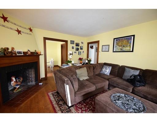 Casa Unifamiliar por un Alquiler en 72 Windsor Road Brookline, Massachusetts 02445 Estados Unidos